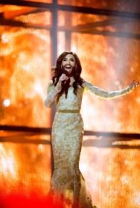 Herbeleef het optreden van Conchita Wurst op het Eurovisiesongfestival van 2014 (Rise Like a Phoenix)
