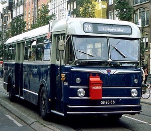 Autobus met brievenbus. Geniale ingeving van de Nederlandse PTT in de jaren 70 van de vorige eeuw?